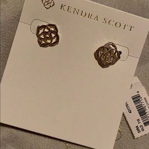 NWT Kendra Scott Dira stud earrings in gold